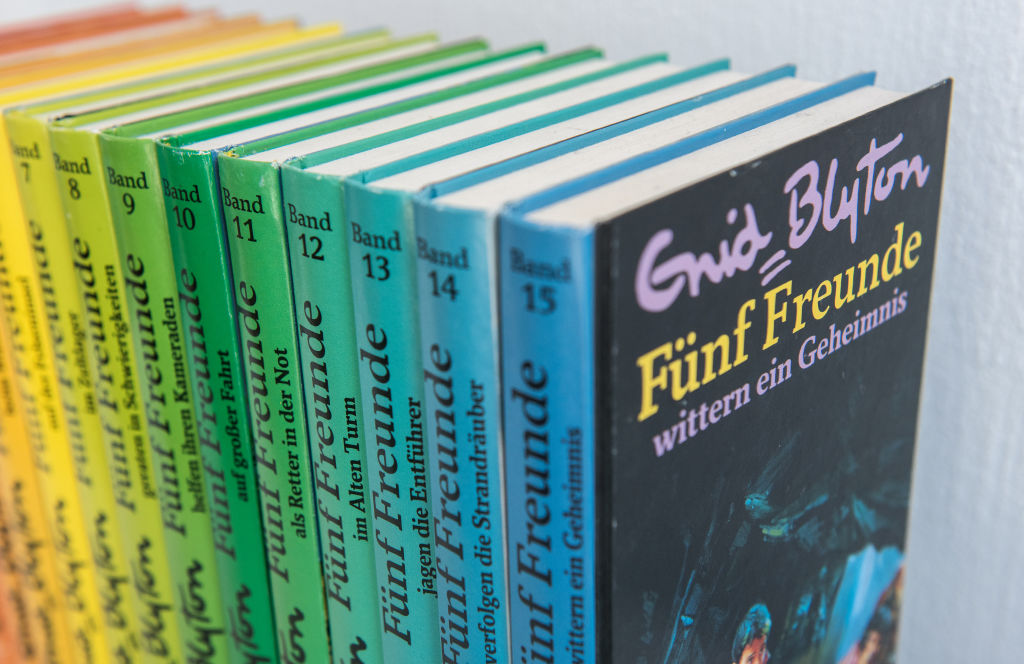 4 Cerpen Bahasa Inggris Terpopuler, Cocok Dibaca Anak-Anak!